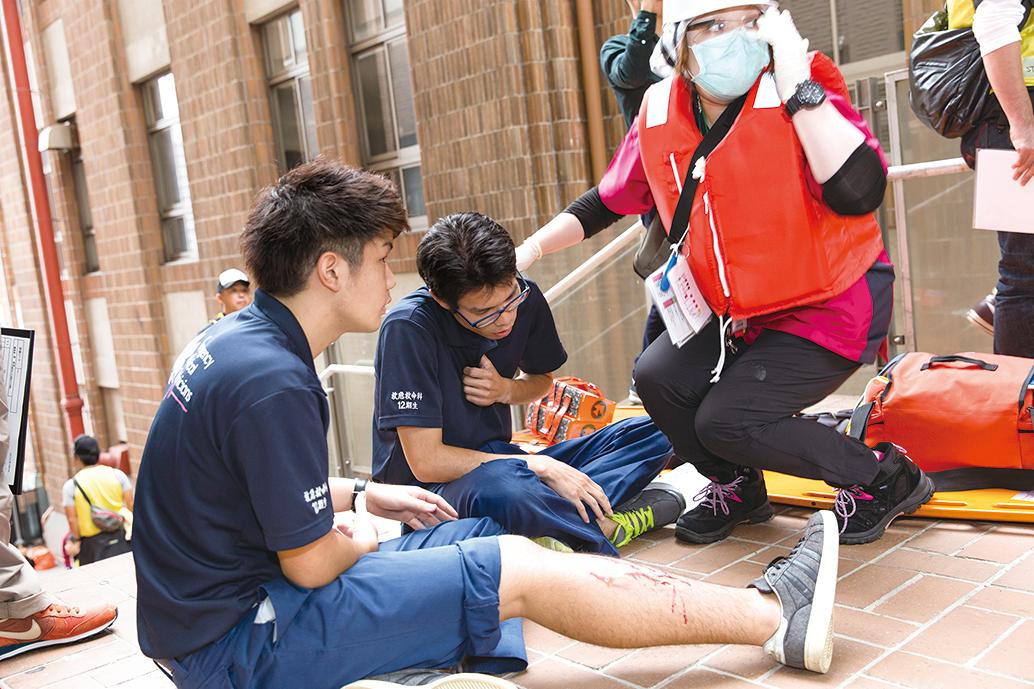 救急医療チームの競技会へ 緊迫の救急現場 |ブログ|福岡医健 ...